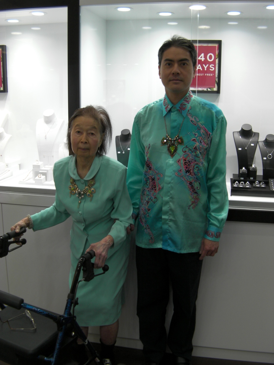 Khai & Khim in Her Tiffany Blue Dress at a Jewellery Shop (14 Aug 2018, 9:26 AM Tuesday)