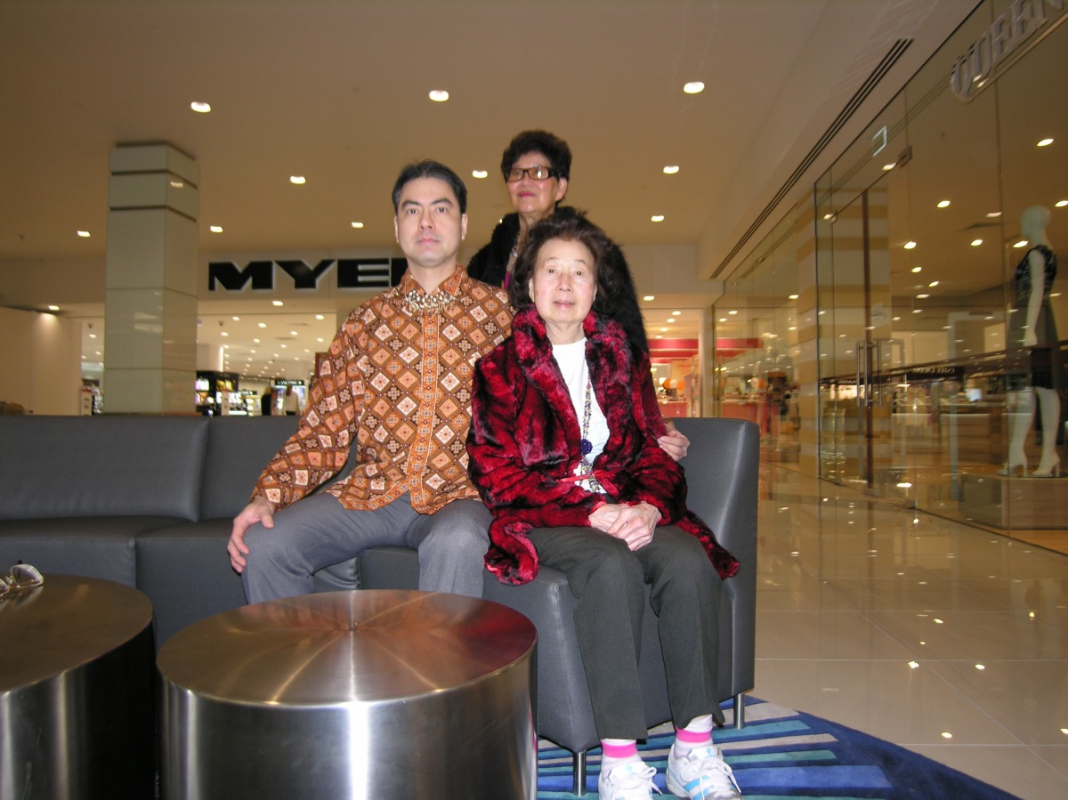 Khai & Khim with Cecilia at Indooroopilly Shopping Centre (3 July 2014, 10:29 AM Thursday)