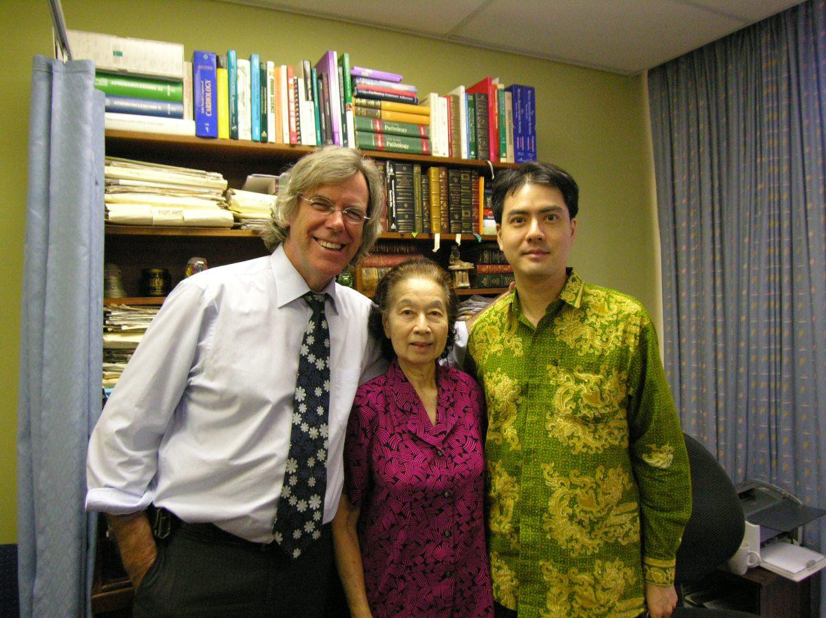 Khai & Khim with Clinical Cardiologist and Associate Professor of Medicine, Dr David M Colquhoun at the Wesley Hospital (27 Nov 2009, 3:44 PM Friday)