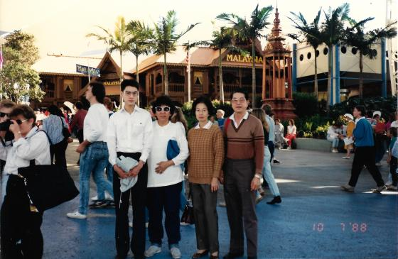 Khai & Khim with her husband and the mother of her future daughter-in-law being photographed in front of the Malaysian pavilion at World Expo 88 (10 Jul 1988, Sunday)