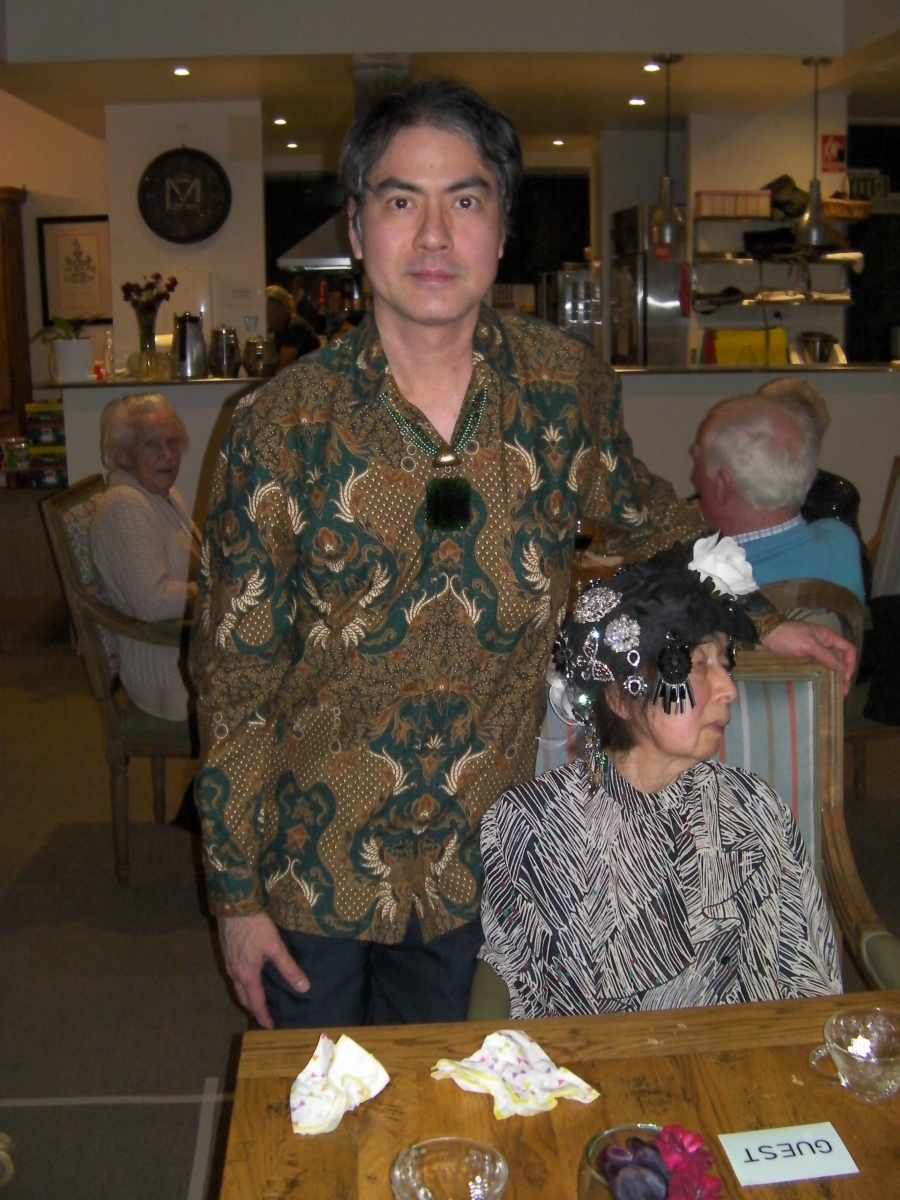 Khai & Khim with the side view of her ornate hat at Communify Supper Club (14 Jun 2018, 6:33 PM Thursday)
