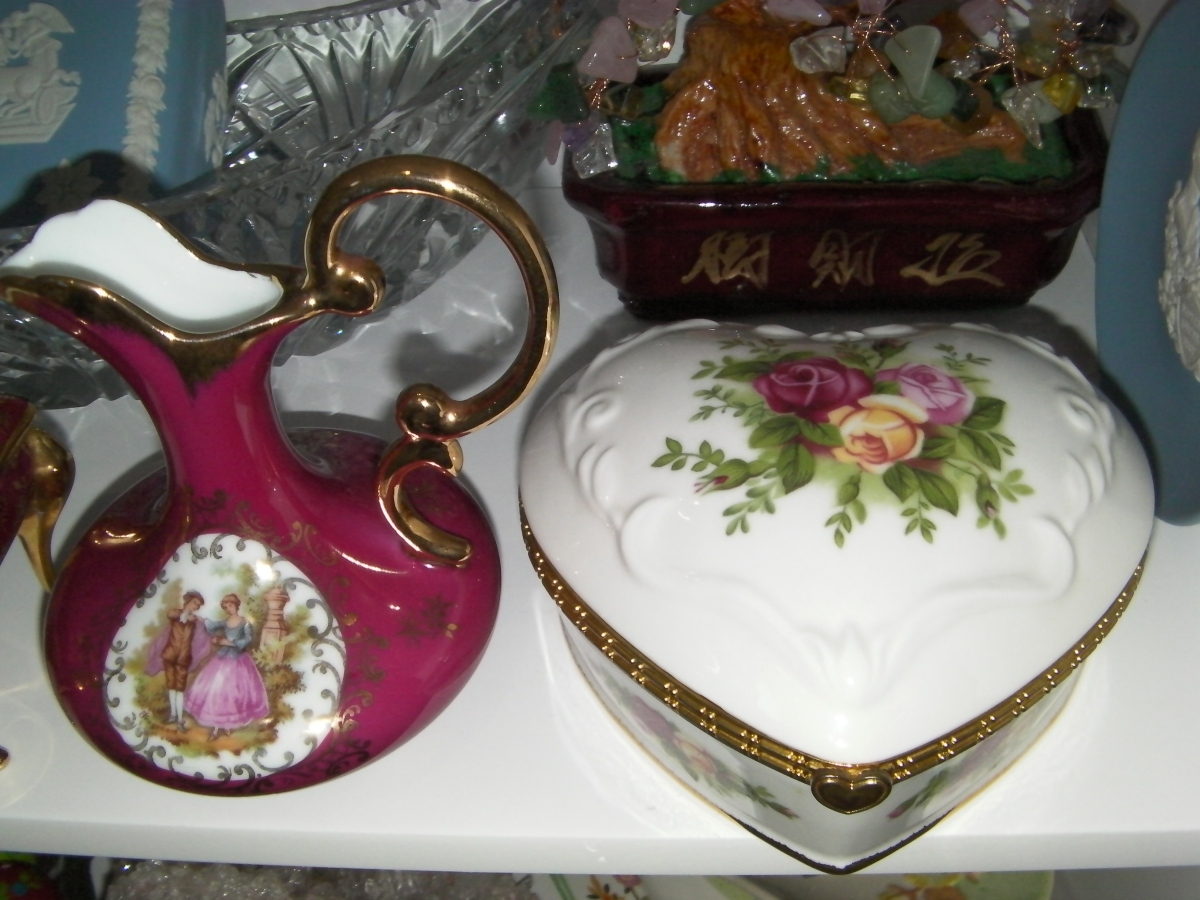 Royal Albert Old Country Roses Musical Heart Jewellery Box and Limoges Porcelain Vase